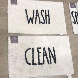 Rae Dunn Clean & wash bath mat
